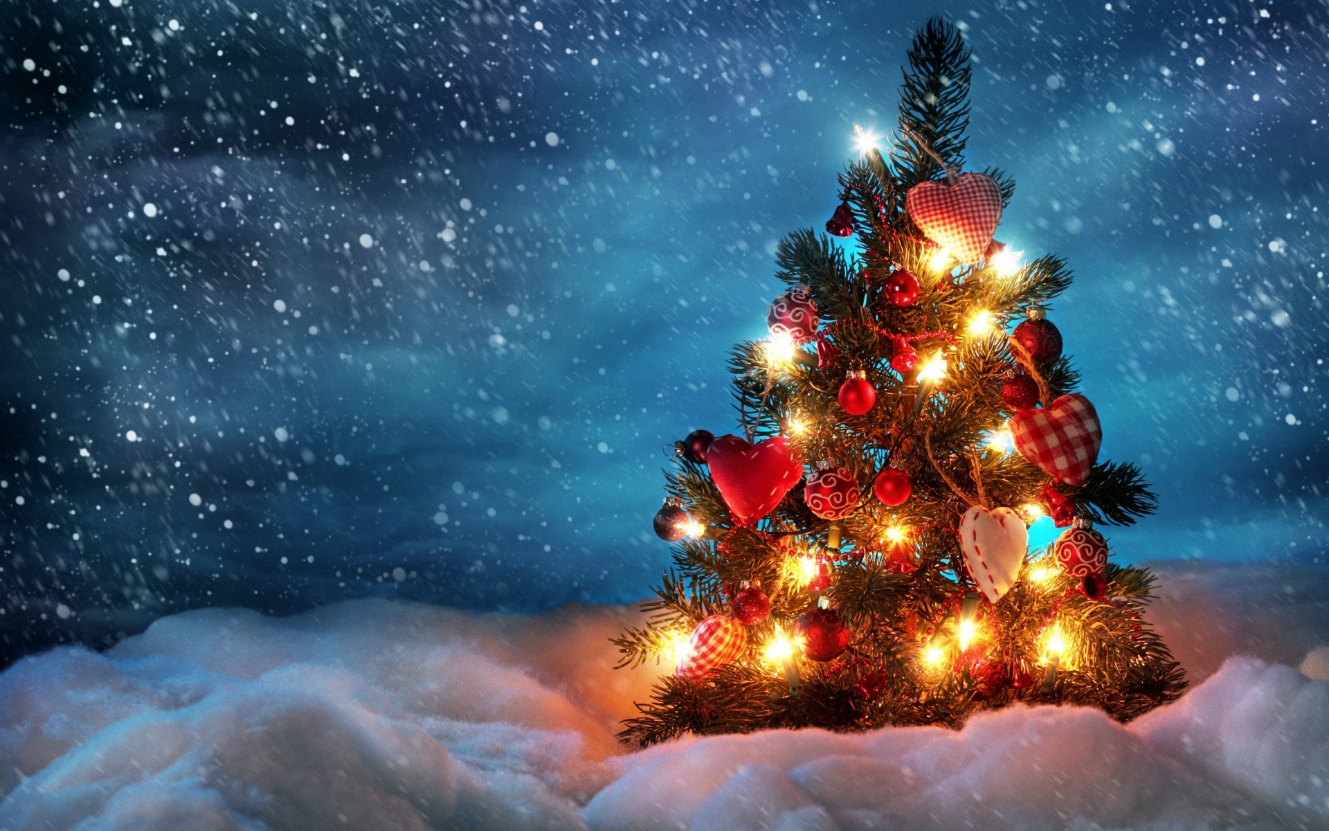 Beautiful christmas tree wallpaper 2